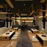 当店は各テーブルごとに大型換気口が設置された衛生的な空間です