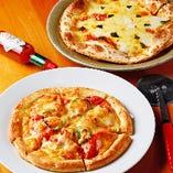 フレッシュトマトたっぷりピザは、トマト丸ごと1個使用!