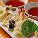 旬の素材を使った天ぷら盛り合わせ
