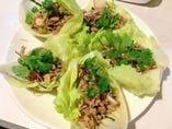 豚ひき肉とレモングラス・レタス包みサラダ
