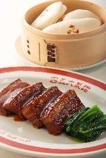皮付き豚バラ肉の醤油煮込み(蒸しパン添え)