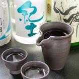 日本酒の飲み比べもございます。海鮮料理には日本酒が一番です。