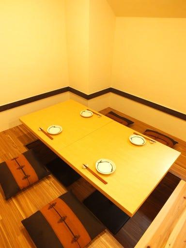 冠地鶏とかぼす平目 とよの本舗 元町旧居留地店 店内の画像