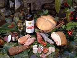 浮羽で作られるIBIZAのハムとソーセージと石釜パンにジャム。