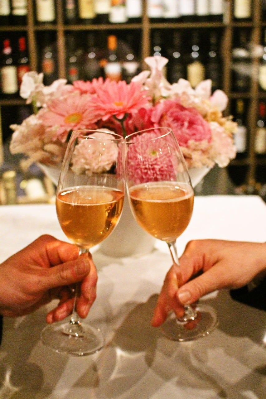 バースディや特別な記念日 乾杯にはスプマンテをサービス