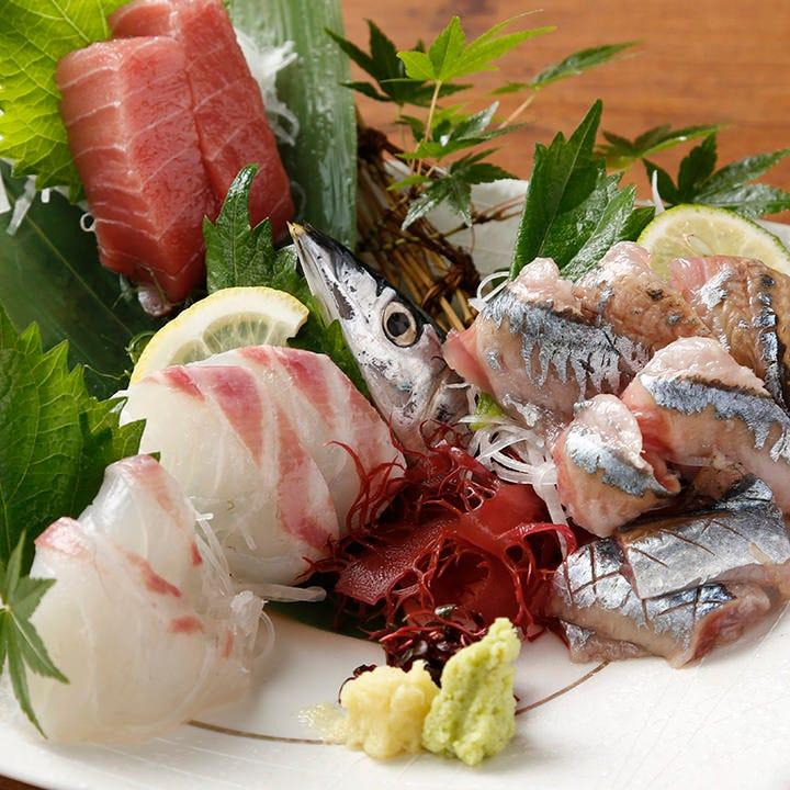 横浜の市場で新鮮な魚を厳選!