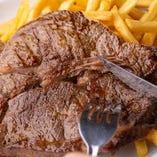 ボリューム満点のお肉料理多数あります