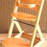 お子様用に椅子もご用意しております。