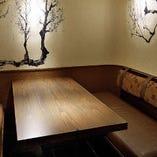 和と洋が融合したおしゃれな個室席は接待や顔合わせにも◎
