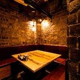 8〜10名様で大型テーブルが囲める半個室もご宴会利用に人気