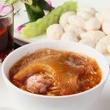 フカヒレ(小)姿煮スープとイカすり身団子