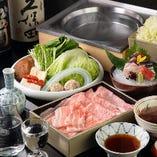 夏は鱧、秋は松茸など、旬の味覚とつゆしゃぶの食べ比べも