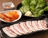 「サムギョプサル」豚カルビにサンチュなどセットでお得!!