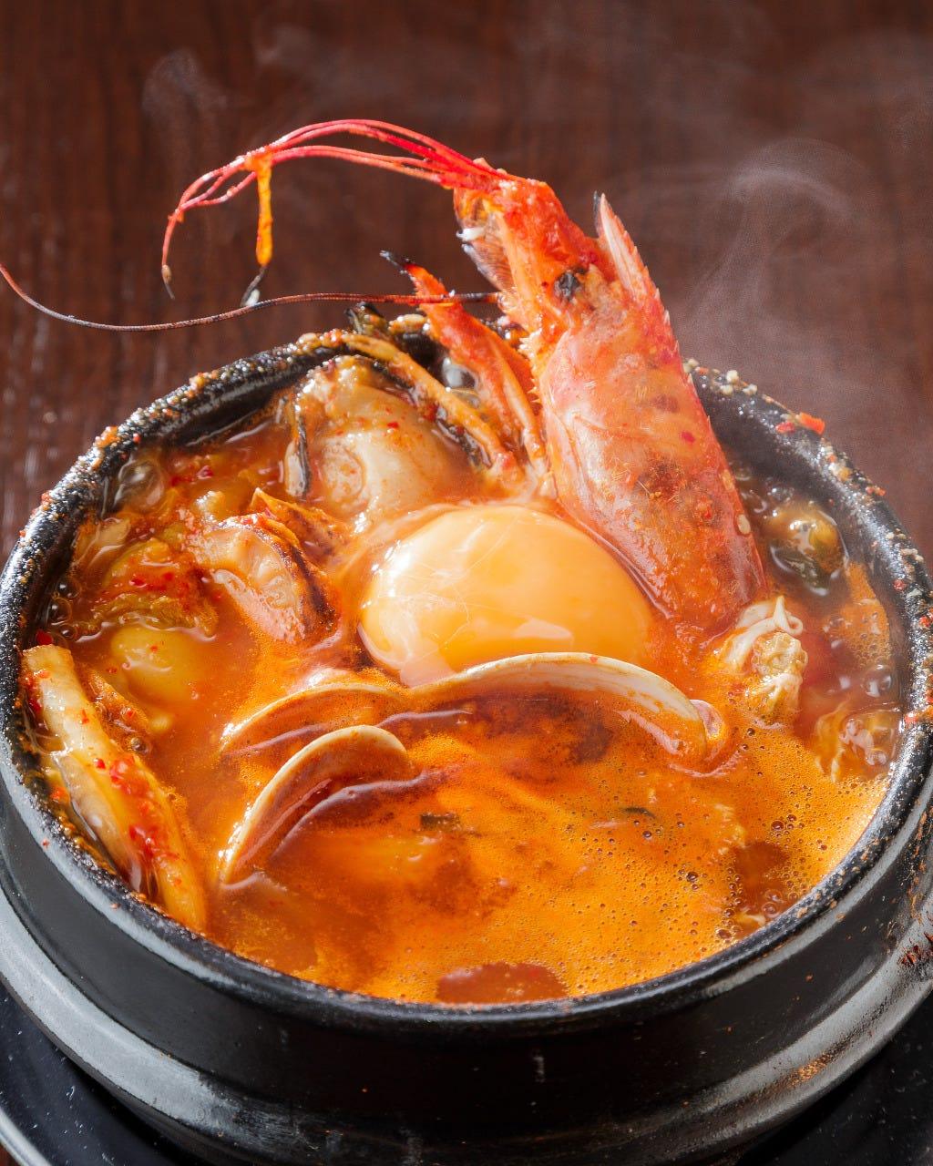 海老・カニ・牡蠣・帆立・イカ・浅利などがたっぷり入ってます!