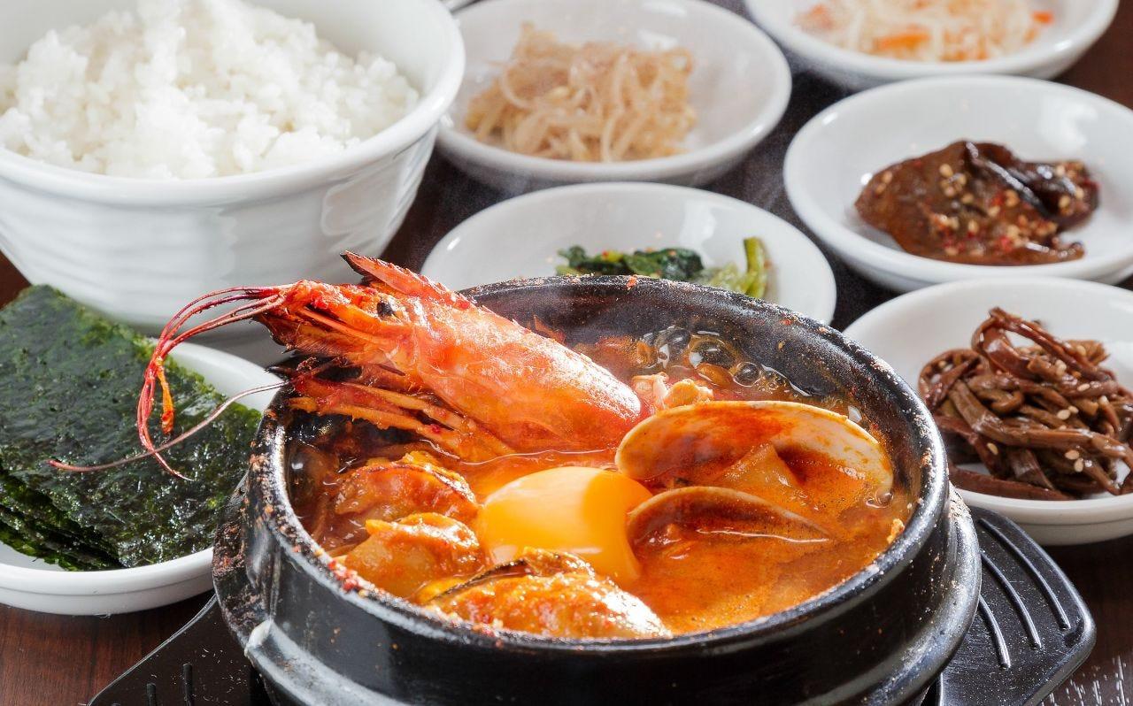 海鮮スペシャルスンドゥブ定食 海鮮たっぷり入って豪華!