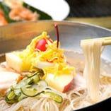 一品料理も充実。手打ちの『韓国冷麺』900円(税別)がおすすめ