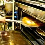 当店のピザは自家製の生地♪薄めな生地のミラノ風ピザ