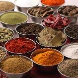 様々なスパイスで作る本格インド料理