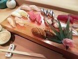 季節の旬魚を本格にぎり鮨で。