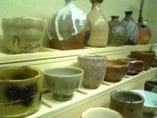 備前焼や丹波焼、唐津焼などで自慢のタンク指定の日本酒を。