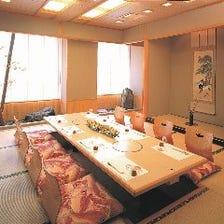 椅子席から座敷広間まで7個室を完備
