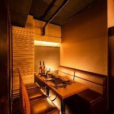 雰囲気抜群の個室・半個室席も完備
