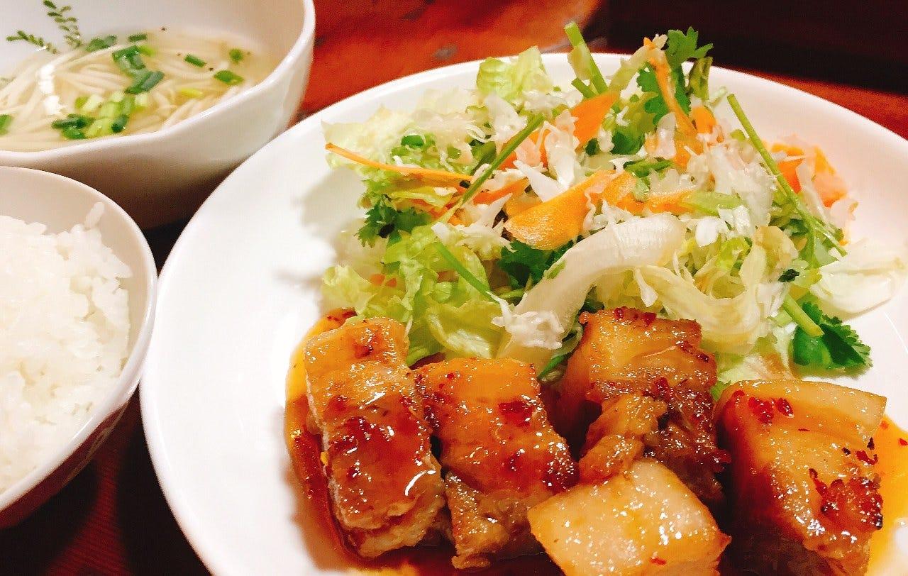 定食はスープ&サラダ付き!ご飯はおかわり自由です!!