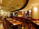 シック調の落ち着きのある空間で大人ディナーを満喫できます。