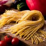 パスタにはモチモチとした食感が魅力の『熟成生麺』を使用