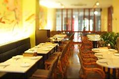 50名様まで着席可能なカフェスペース