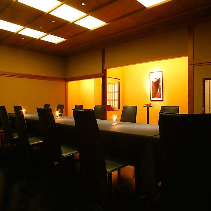 シックな雰囲気のテーブル個室「ばら」 ※個室料あり