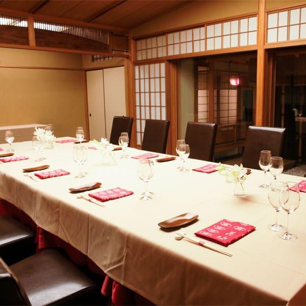 「柳」大きな窓が印象的な和室をフローリングに。 ※個室料あり