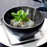 花蝶伝統の鯛茶漬け。シンプルに国東産原木椎茸を使った出汁茶で召し上がっていただきます。