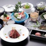 旬の美味をたっぷりと使いながら、目でも楽しめる会席料理に仕立てます。