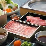 しゃぶしゃぶは、豚肉のつゆしゃぶとの食べ比べコースもございます。