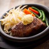 肉質がやわらかいサガリ肉を使用「やわらかかど家ステーキ」
