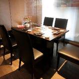 テーブル間には仕切りを入れるので、お隣を気にせず愉しめます!