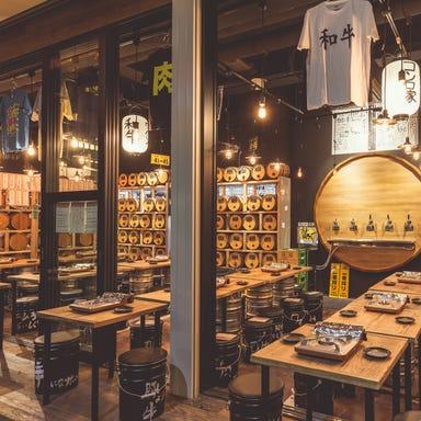 ワイン50種飲み放題 大衆和牛酒場 コンロ家 新橋店 店内の画像