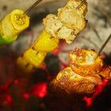 お店の特製タンドール窯で焼き上げたティッカを召し上がれ