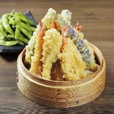 あっさりと軽い食感の天ぷらが自慢
