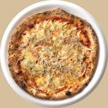 淡路島産釜揚げシラスと玉ねぎのピザ