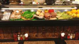 店内には職人が選んだ新鮮食材がずらり!ご注文の参考にどうぞ♪