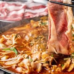 門外不出の秘伝のダシでたっぷりホルモンと新鮮野菜を炊き上げる旨辛鍋☆