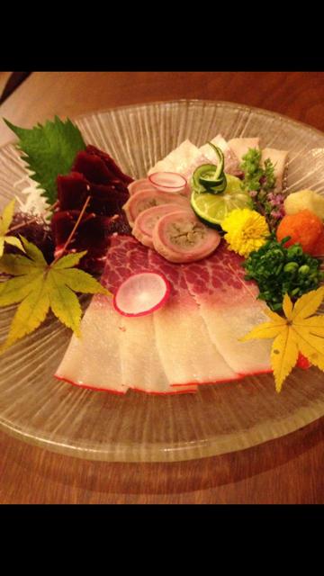 地魚刺身・鯨・ハトシ・角煮など郷土料理を、料理人が作ります。