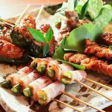 串焼きや旬素材を生かした料理が自慢