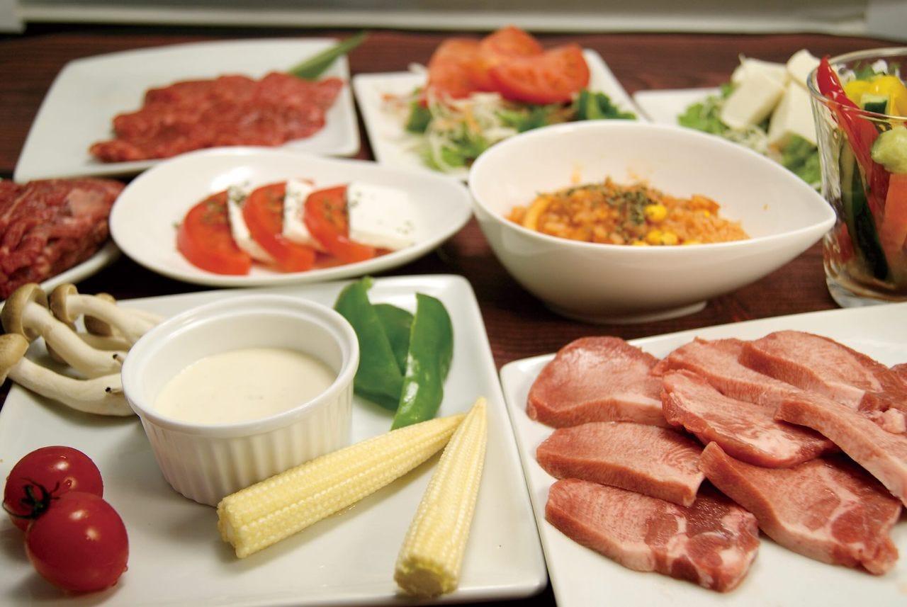 【国産牛極み】食べ放題&アルコール・ソフト飲み放題6000円コース