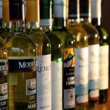 世界各国のワインボトルはどれも2,090円(税込)【沼津 居酒屋】