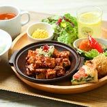 剣崎なんばを使用した麻婆ソースを絡めて、本格的な味に。