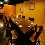 テーブル席も宴会時は8名様までお座りいただけます。