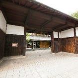 阪神電車で「魚崎駅」下車(梅田駅から約25分、三宮駅から約10分)南へ徒歩5分